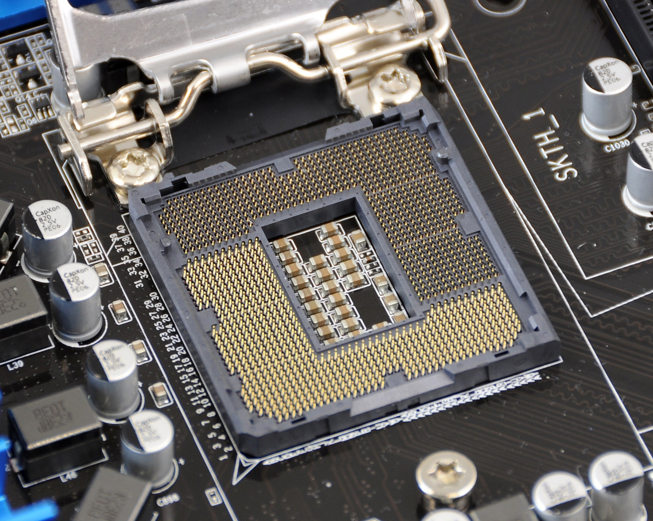 03857644-photo-intel-socket-lga1155