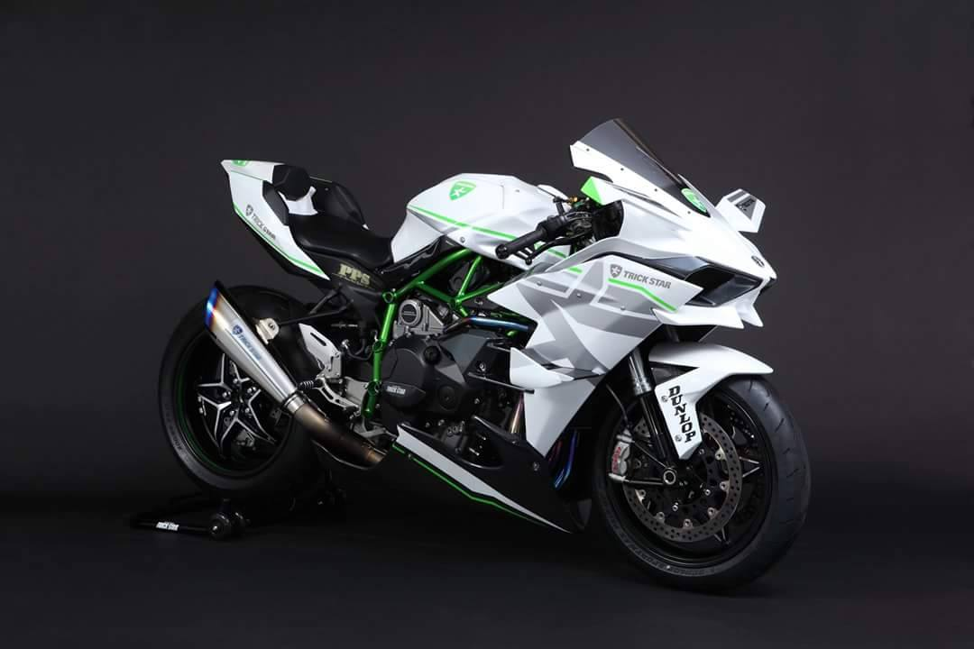 2016-kawasaki-ninja-h2r-in-white-livery-is-the-queen-of-supercharged-ice_1